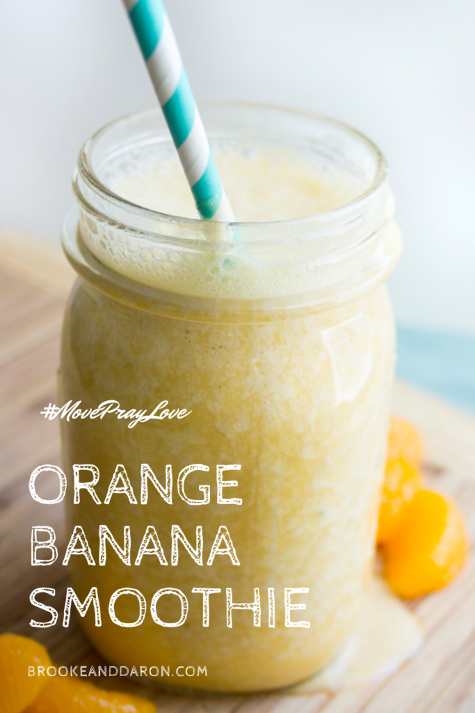 Mason jar filled with dreamsicle smoothie