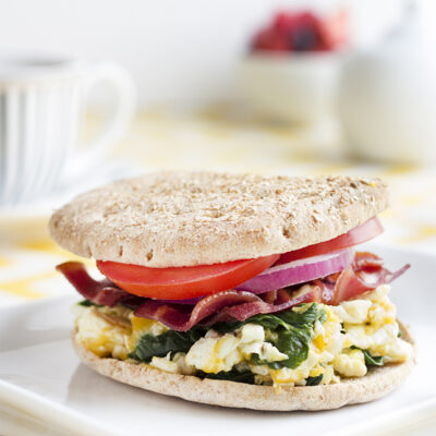 Easy Turkey Bacon, Egg White, and Spinach Breakfast Sandwich