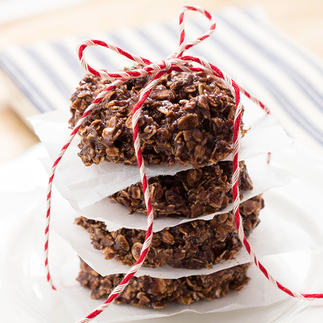 Easy No-Bake Chocolate Protein Oatmeal Cookies